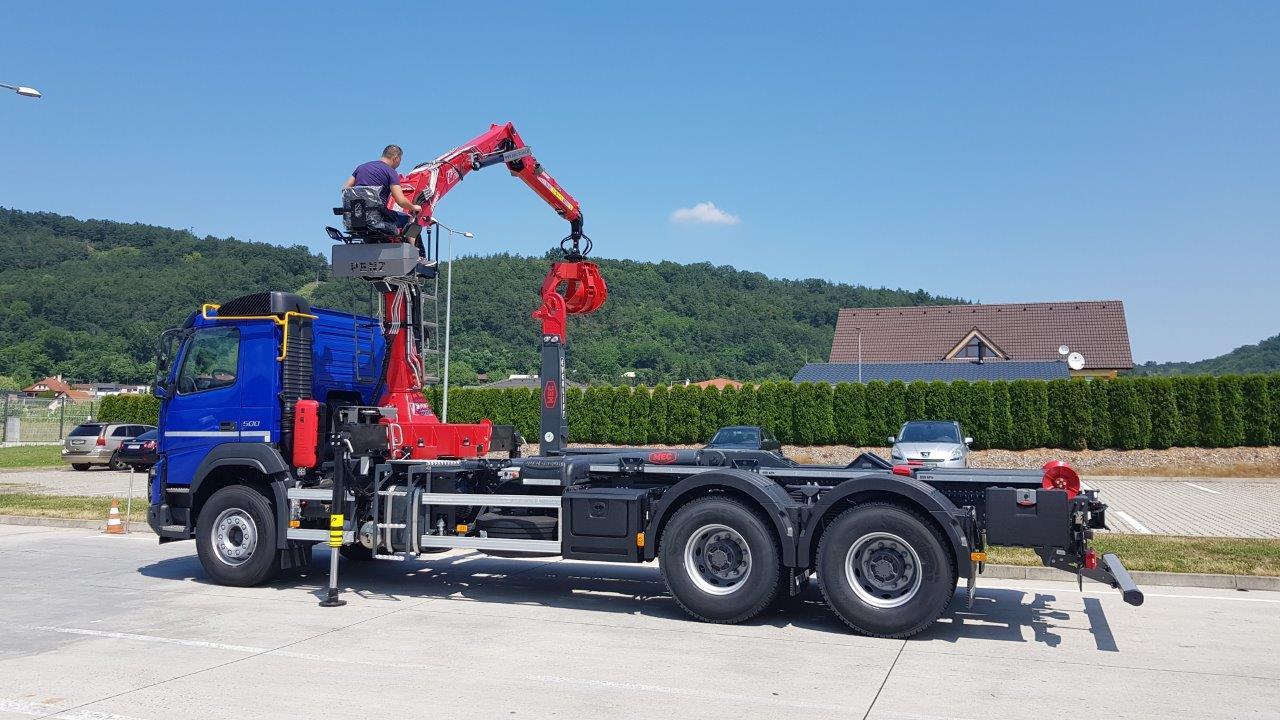 Hydraulický žeriav PENZ s hákovým nosičom kontajnerov