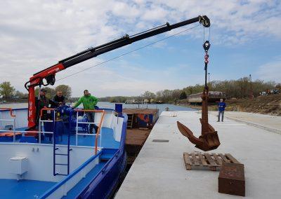 hydraulicky zeriav FASSI s navijakom na lodi