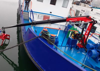 hydraulicky zeriav FASSI s drapakom na lodi